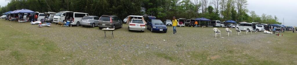柳田RCクラブ飛行場の駐車、駐機エリアの全景