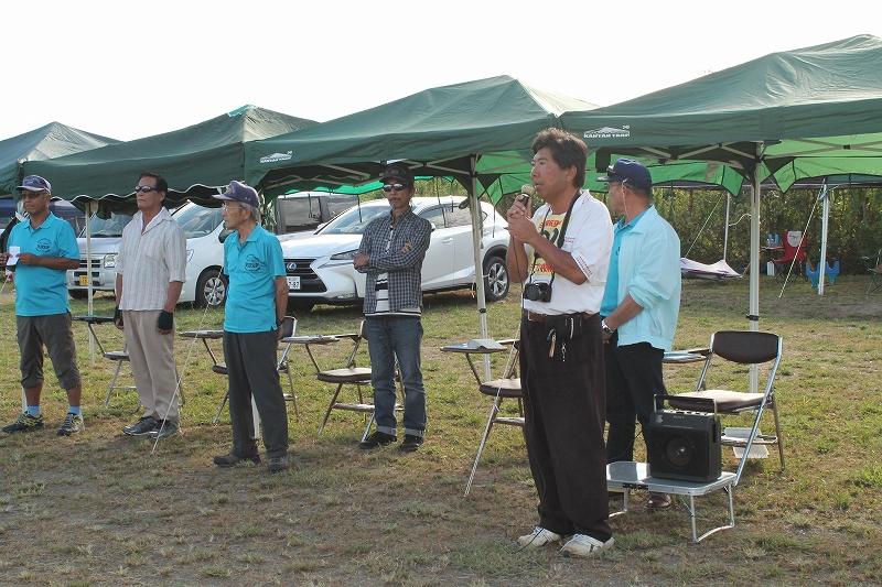 岐阜模型飛行場の高橋会長から飛行場のロ-カルル-ルについての説明